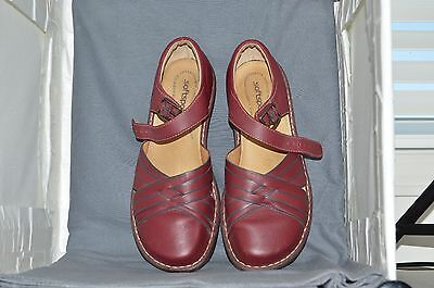 Softspots womens shoe size 9WW, red, excellent condition 1U