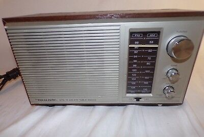 Realistic MTA-15 AM/FM Radio Model 12-695 Tabletop Vintage Walnut Grain Veneer