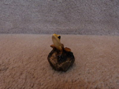 GORGEOUS Little Yellow Frog on Rock Figurine / Statue Great for Trrarium 1.62""