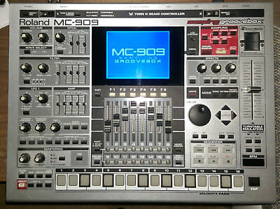 Roland MC 909 Sampling Groovebox + Alesis Q25 Midi-Keyboard