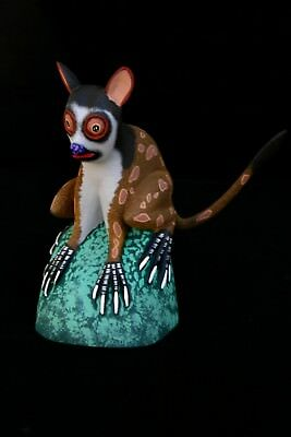 Oaxacan Carving, Hand Painted-Sitting Lemur by Eleazar MORALES - FREE SHIPPING