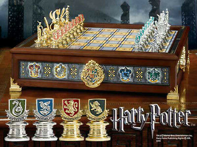 Harry Potter - Hogwarts Houses Quidditch Chess Noble Collection Set Chess