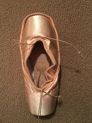 Freed of London Classic-Pro Pointe Shoes Size 6 XX