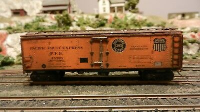 Athearn HO Vintage 40' Lithographed Steel Side Reefer, PFE, K-ds Exc.