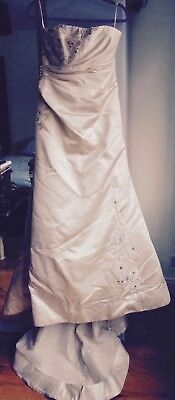 Stunning Vera Wang Wedding Dress - Silk with Embroidery