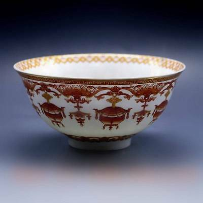 Chinese porcelain bowl of hand-painted wufu w Qing Dynasty Qianlong Mark