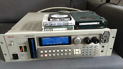 Akai S3200 Sampler, 32MB, new display, external JAZ drive, internal SCSI HD