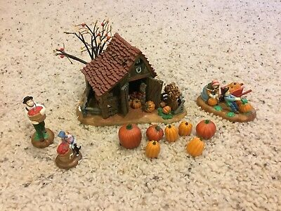 """Department 56 New England Village Series """"It's Almost Thanksgiving"""""""