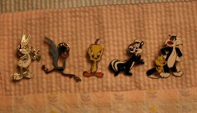 Lot of 5 Warner Brothers Looney Tunes Collector Pins Bugs, Tweety, Pepe, Road Rn