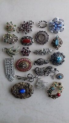Job lot of 21 broken Antique and Vintage Brooches and Dress Clips