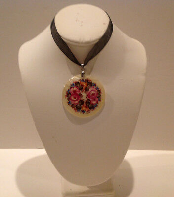 """Russian Hand Painted Lacquer Pendant Mother of Pearl """"Flowers"""" Fedoskino Signed"""