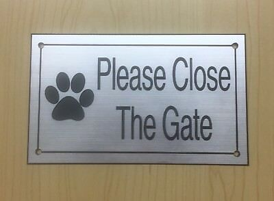 Please Close The Gate Sign Engraved X2