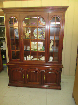 52608 THOMASVILLE Cherry 2 Piece Breakfront China Cabinet Curio