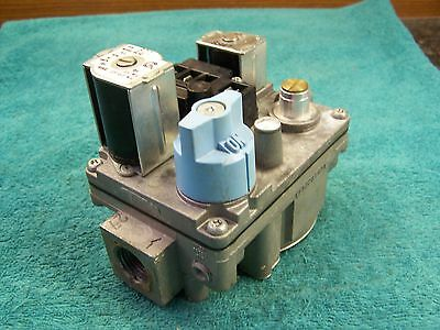 White Rodgers gas valve 36E93 301 Carrier EF32CW183 301273-702 301273-720 646A-W