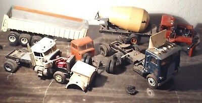 LOT OF 4 Vintage Semi Truck Model Kits Kenworth Peterbelt Mack Junkyard  Parts