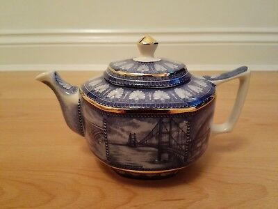 Ringtons Ltd (Tea Merchants) Wade Blue & White Bridges Teapot - 15cms