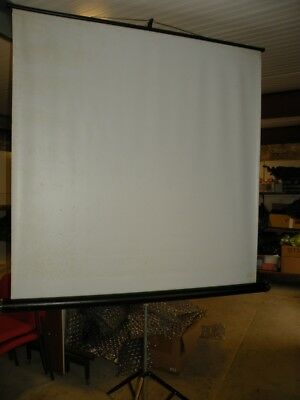 Mobile Free Standing Projection Screen