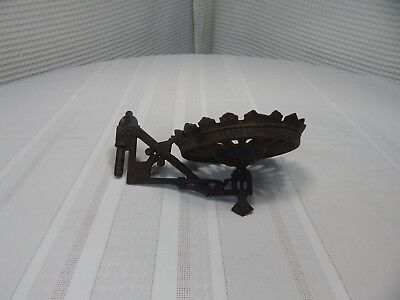 "Vintage! Victorian Ornate 5"" Cast Iron Wall Oil Lamp Holder"