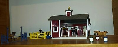Breyer Horse Stablemates Red Stable Play Set Complete with Extra Stablemates