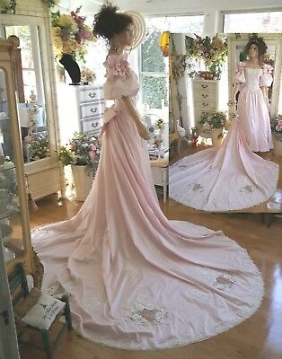 Vintage PINK wedding gown adorned with lace and pearls sz M/L