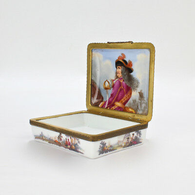 Antique 18th Century French or German Porcelain Snuff Box Military Scenes - VR