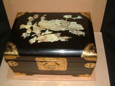 Amazingly Ornate Chinese Lacquered Wooden Trinket Or Jewellery Box - Mother Of P