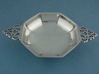 English Sterling Silver handled Dish Quaich Goldsmiths & Silversmiths Co 6.84 to