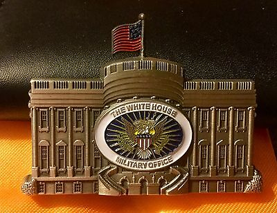 challenge coin DONALD TRUMP 2.5 In White House Military Self Standing  n box