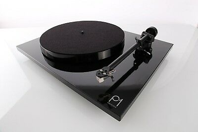 Rega P1 Planar One. Fitted With Carbon Cartridge. Gloss Black with Lid