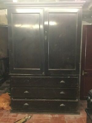 Beautiful large Victorian mahogany wardrobe
