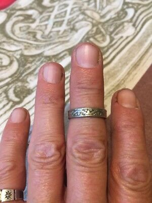 Metal Detecting Find.. Unusual Old Solid Silver Patterned Ring