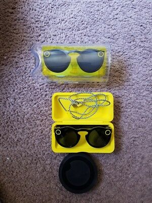 Snapchat Spectacles (Black), charger, case, cable - WILL NOT CONNECT - PARTS