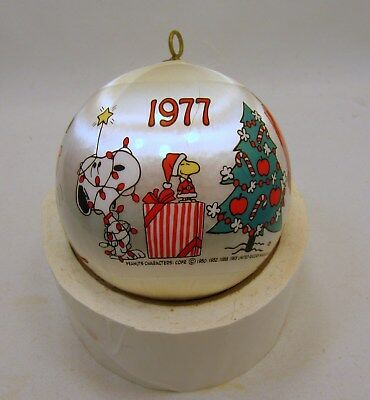 Hallmark Peanuts Gang-Charile Brown, Lucy, Snoopy Satin Ball Ornament Dated 1977