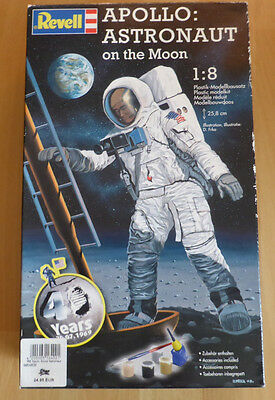 Revell  Nr.04826 Apollo Astronaut on the Moon   Scale 1:8 model kit