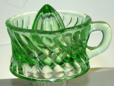 1/2 Cup Retro Green Glass Reverse Swirl Handled Lime Lemon Juicer Reamer