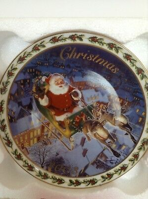 "Avon "" Coming To Town"" 2003 Collectors Plate Fine Porcelain"