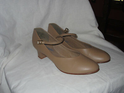 10 W Character Shoes, beige