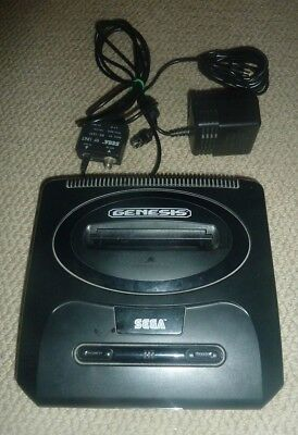 Sega Genesis Version 2 System Console w/3 Controllers + 7 Games