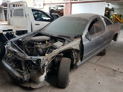 2005 Ford Falcon ba xr8 auto ute boss 260 bonnet lock wrecking for parts