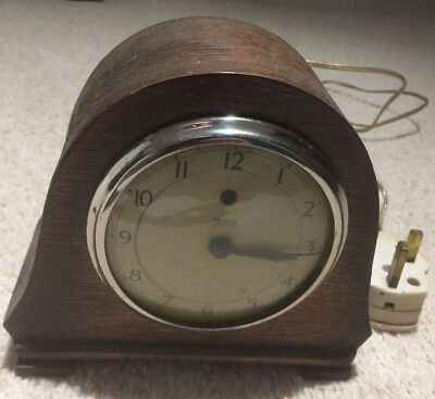 VINTAGE 1940s TEMCO OAK CASED ART DECO STYLE ELECTRIC PLUG IN MANTEL CLOCK