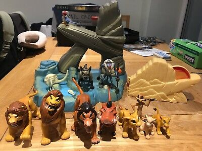 Vintage Disney's Original The Lion King Pride Rock toy / playset and characters