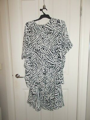 GRAHAM DENIS Skirt & matching top Suit - Black & White Size 12 Loose cool fit