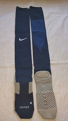 18 x Nike Team Match Fit Core OTC Stutzen Gr. L  42-46, plus Nike Sporttasche