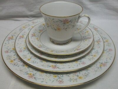 Vintage 5 Pc Place Setting Of Noritake - Delevan 2580 Contemporary Fine China