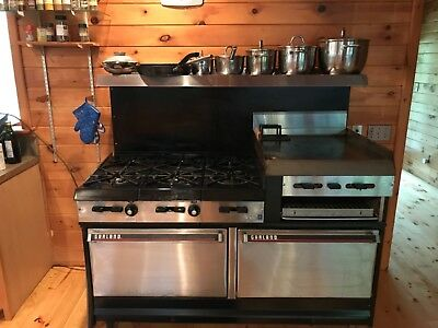 Garland stove range 6 burners,grill, 2 ovens, Excellent condition.Home used