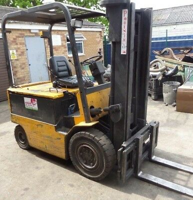 Yale ERP050 Electric Fork Truck 4600lb / 2 tonne, with charging station.