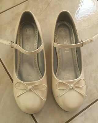 Girls Ivory Shoes Formal Holy Communion Flower Girl With Sml Heel -Size 3 - Euc