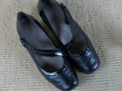 Excellent Homy Ped  Black Leather Mary Jane Heels, Size 6