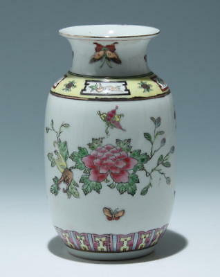 20th C. Handpainted Chinese Porcelain Vase       #as161