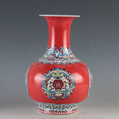 China Pastel Porcelain Hand-Painted Flowers Vase Made During Daqing Qianlong